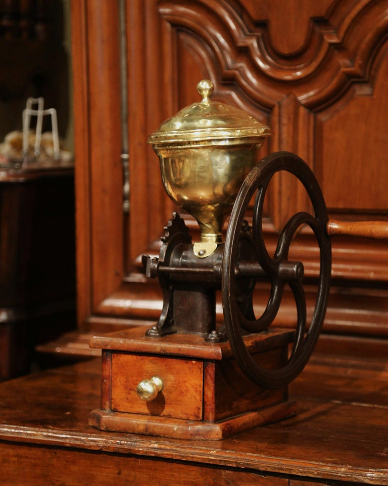 Large 19th Century French Walnut Iron and Brass Coffee Grinder For Sale 3