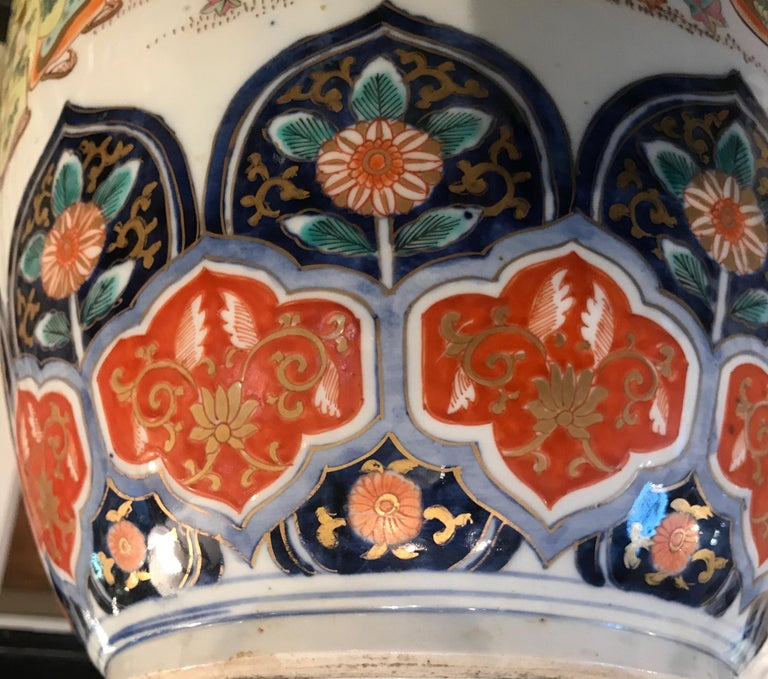 Large 19th Century Hand Painted Imari Porcelain Vase Meiji Period For Sale 5
