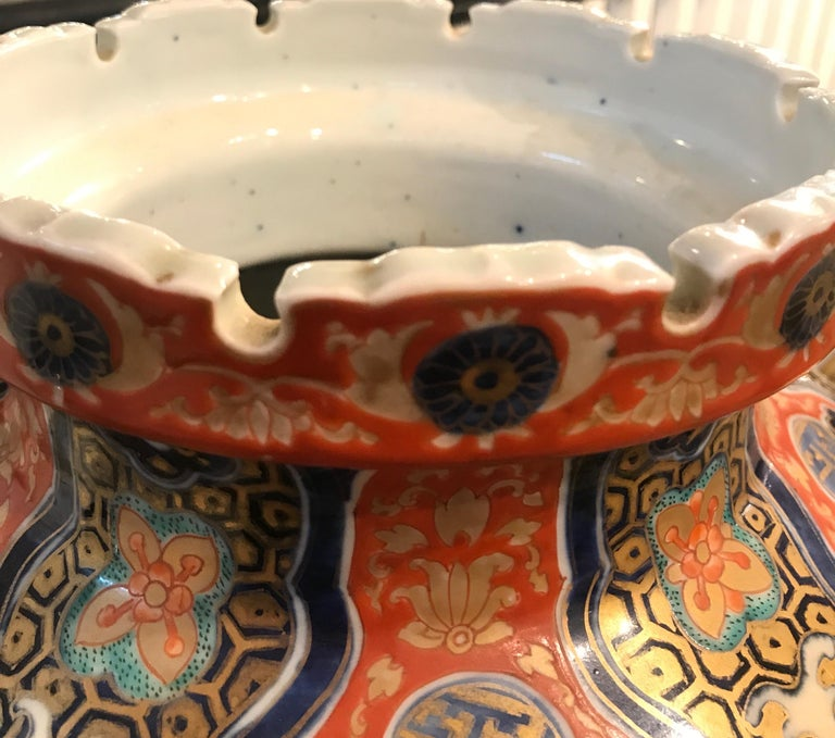 Large 19th Century Hand Painted Imari Porcelain Vase Meiji Period In Excellent Condition For Sale In Lambertville, NJ
