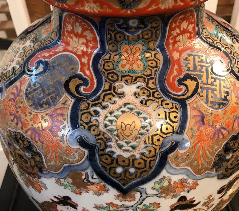 Large 19th Century Hand Painted Imari Porcelain Vase Meiji Period For Sale 1