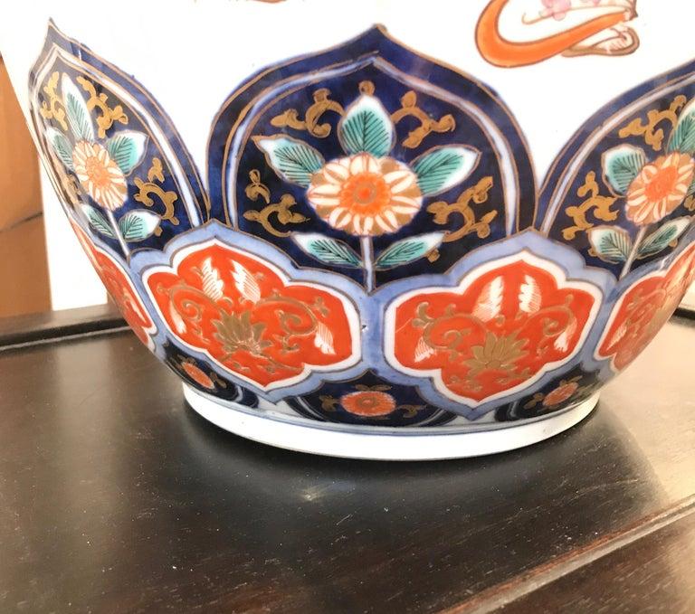 Large 19th Century Hand Painted Imari Porcelain Vase Meiji Period For Sale 2