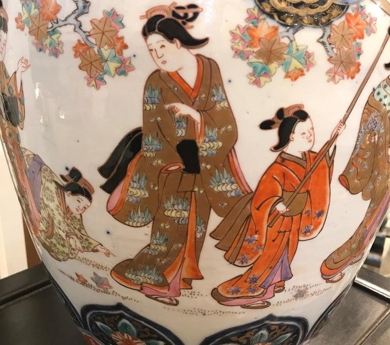 Large 19th Century Hand Painted Imari Porcelain Vase Meiji Period For Sale 3