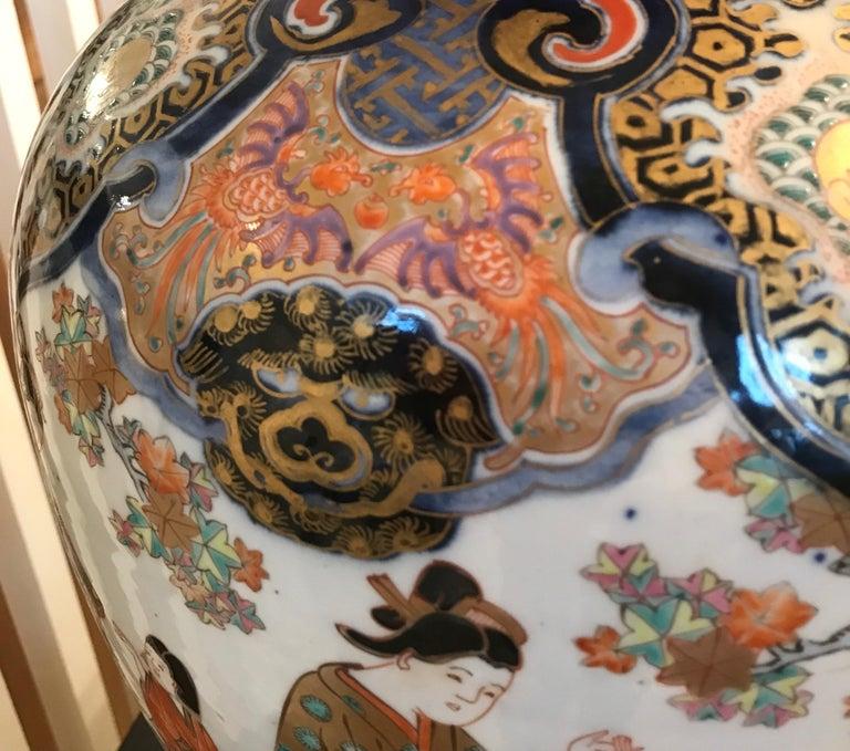 Large 19th Century Hand Painted Imari Porcelain Vase Meiji Period For Sale 4