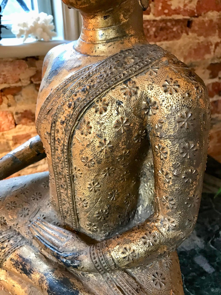 Large 19th Century Rattanakosin Gilt Bronze Buddha Figure In Good Condition For Sale In Lymington, GB