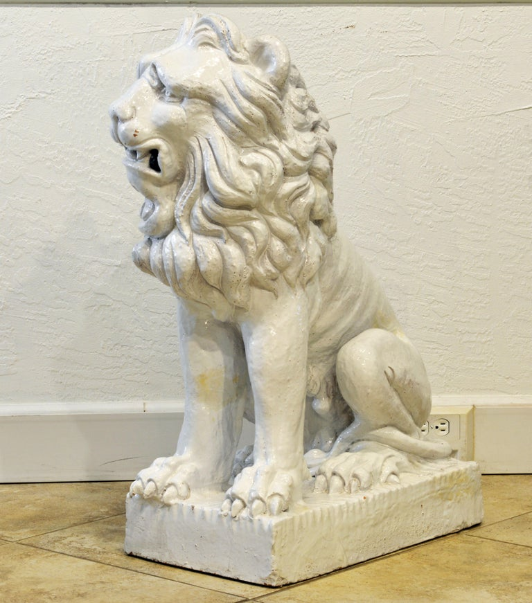 Large 20th Century Italian White Glazed Terracotta Lion In Good Condition For Sale In Ft. Lauderdale, FL