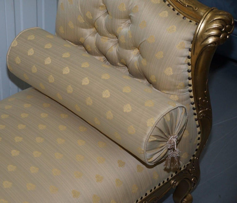Large 3-4 Seat Victorian Gold Leaf Painted French Daybed or Chaise Longue In Good Condition For Sale In London, GB