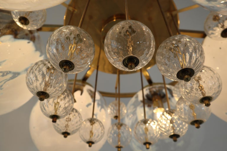 Large Midcentury Hotel Chandelier, in Brass and Decorated Art Glass For Sale 4