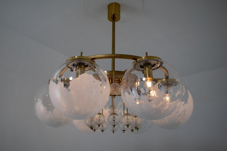 Large Midcentury Hotel Chandelier, in Brass and Decorated Art Glass For Sale 6