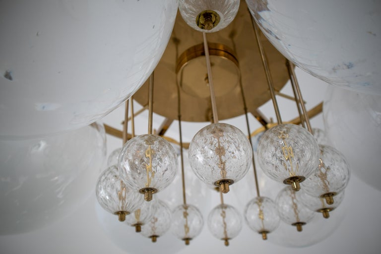 Large Midcentury Hotel Chandelier, in Brass and Decorated Art Glass For Sale 8