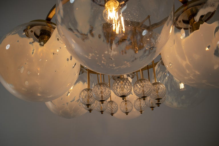 Large Midcentury Hotel Chandelier, in Brass and Decorated Art Glass For Sale 1