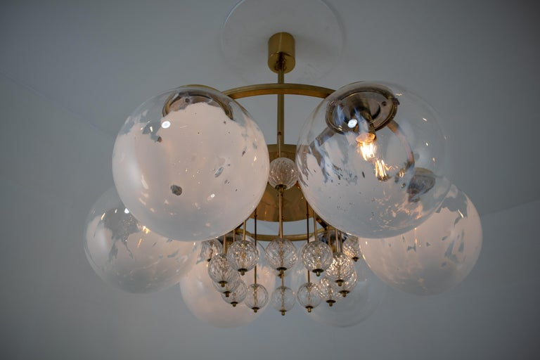 Large Midcentury Hotel Chandelier, in Brass and Decorated Art Glass For Sale 2