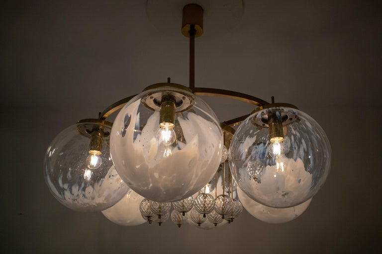 Large Midcentury Hotel Chandelier, in Brass and Decorated Art Glass For Sale 3
