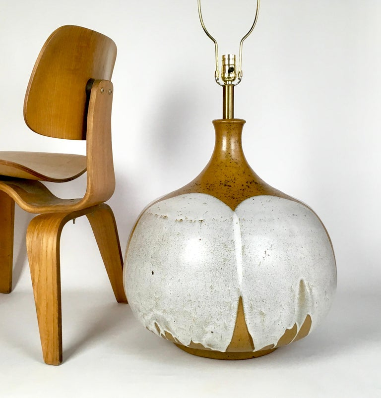 Huge Mid-Century Modern David Cressey ceramic pottery table lamp.  A great design statement.   Measures: Height incl harp is 40 inches Height to socket is 24 inches Height to top of pottery is 21 inches.