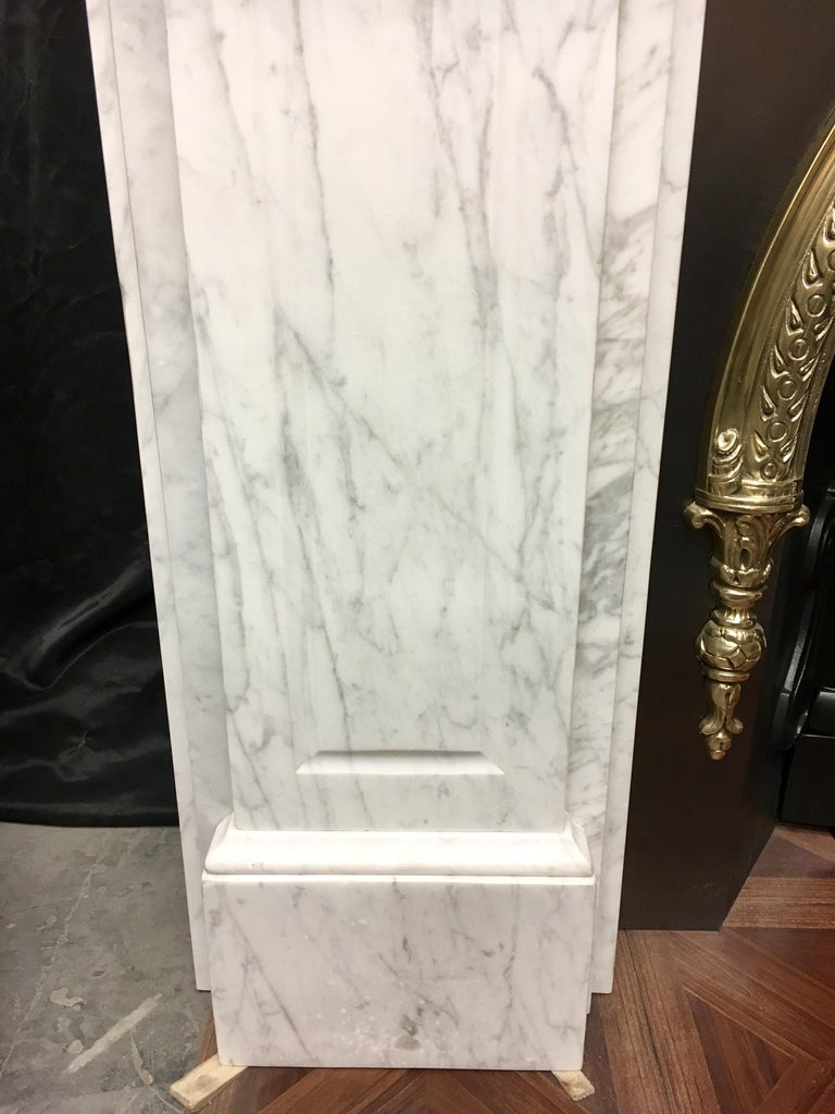 Large Antique 19th Century Mid-Victorian Carrara Marble Fireplace Surround In Good Condition For Sale In Edinburgh, GB
