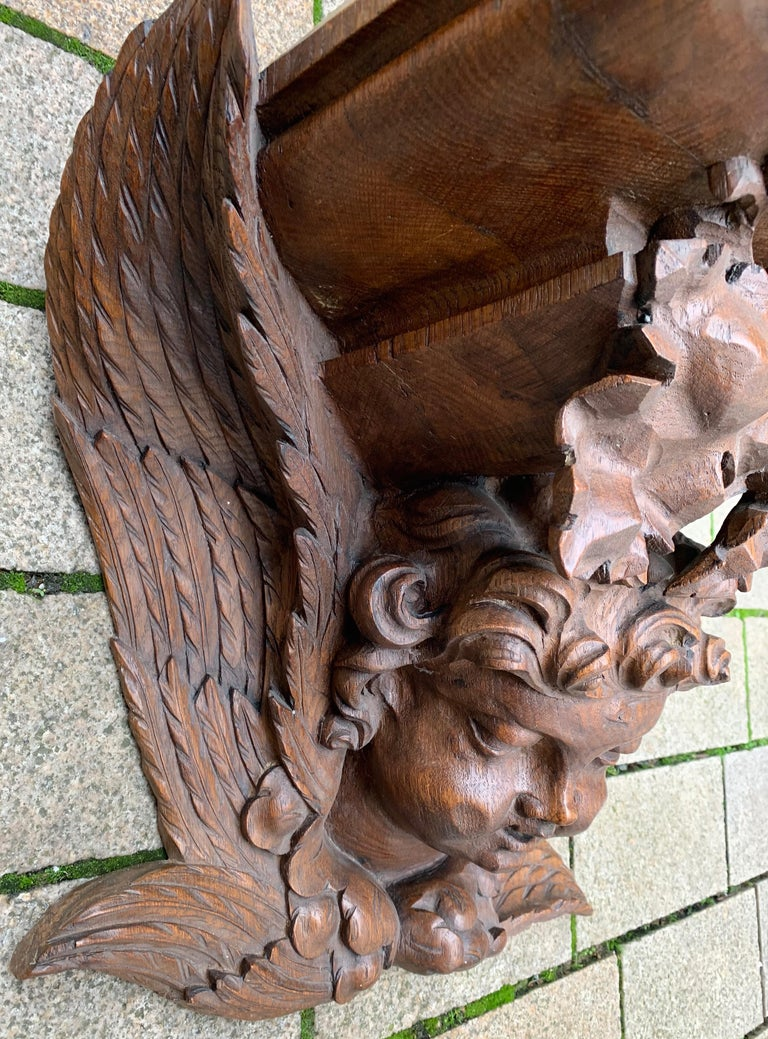 Large size and Top Quality Gothic Art Wall Bracket or Shelf with Angel or Putto In Excellent Condition For Sale In Lisse, NL