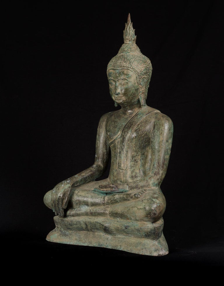 Thai Large Antique Bronze Earth Enlightened Buddha Serene Downcast Eyes, 19th Century For Sale