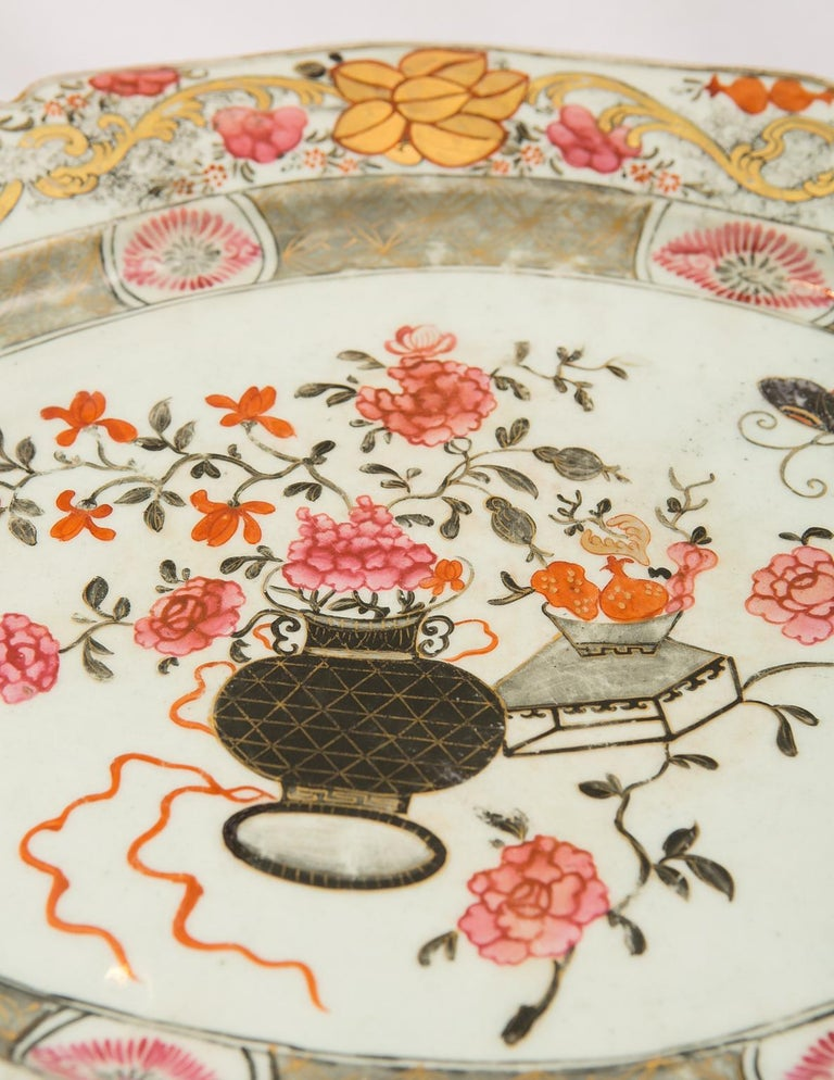 Large Antique Chinese Porcelain Platter Qing Dynasty,  Mid 19th Century In Good Condition For Sale In New York, NY