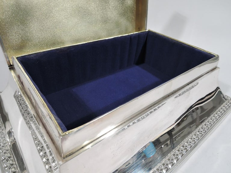Large Antique English Edwardian Classical Sterling Silver Jewelry Box In Excellent Condition For Sale In New York, NY