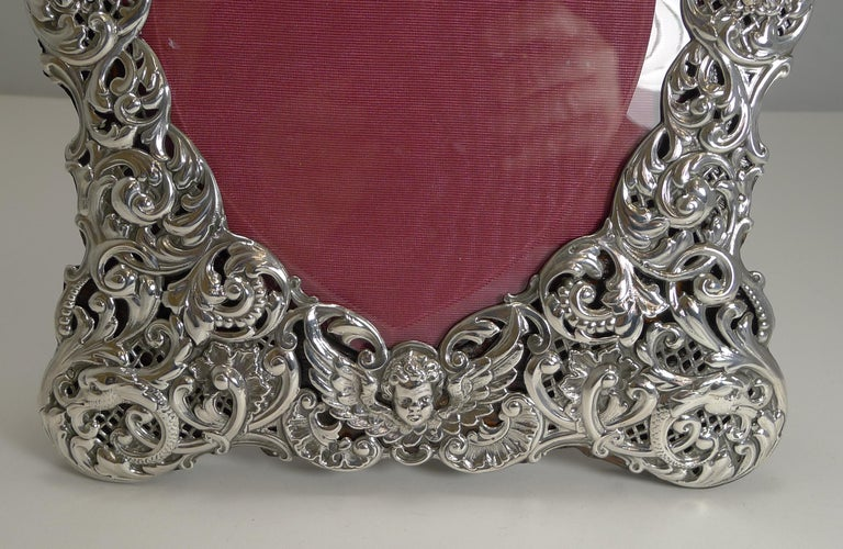Large Antique English Sterling Silver Photograph/Picture Frame - Heart - 1898 In Good Condition For Sale In London, GB
