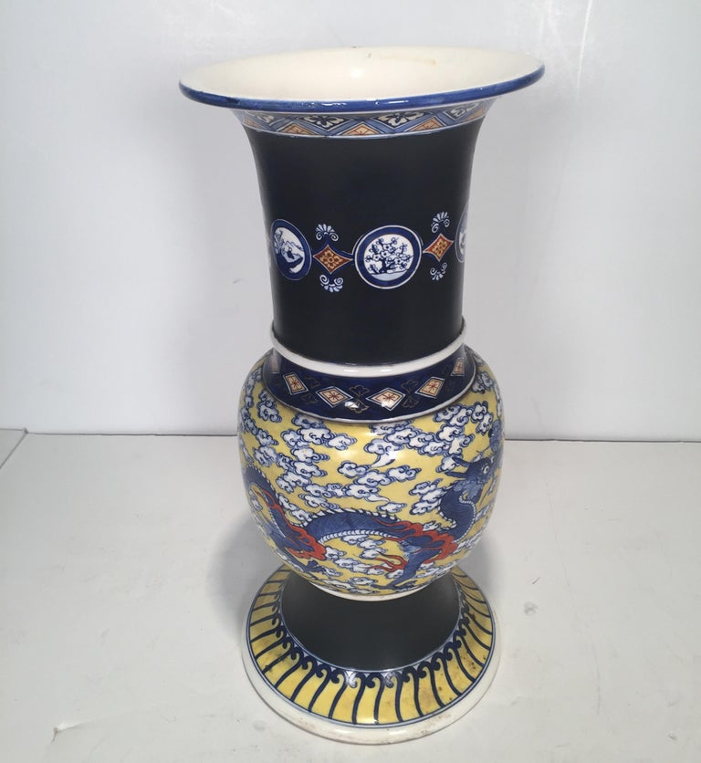 Large Antique Japanese Makuzu Kozan Studio Vase, circa 1900 In Good Condition For Sale In Lambertville, NJ