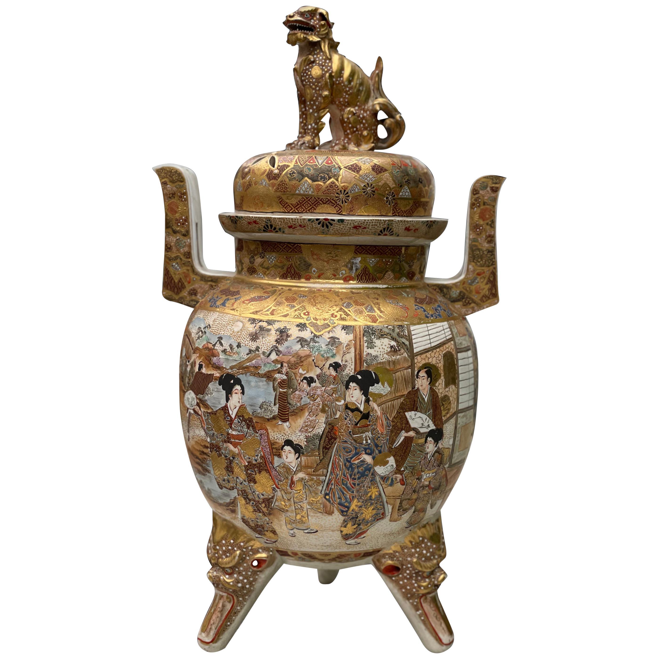 Large Antique Japanese Meiji Satsuma Covered Urn Vase with Foo Dog, 19th Century