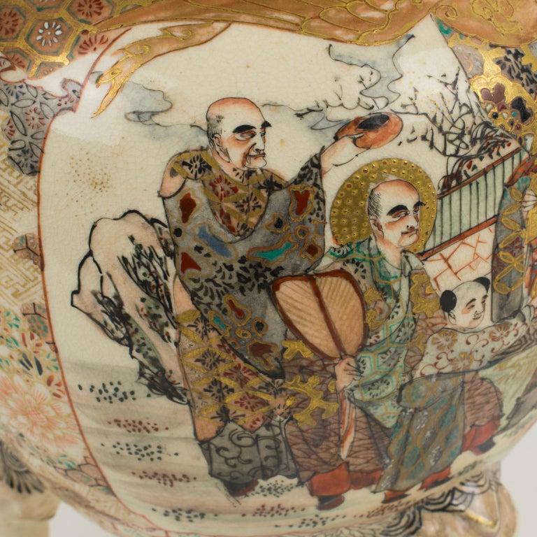 Large Antique Japanese Meiji Satsuma Covered Urn Vase with Foo Dog For Sale 5