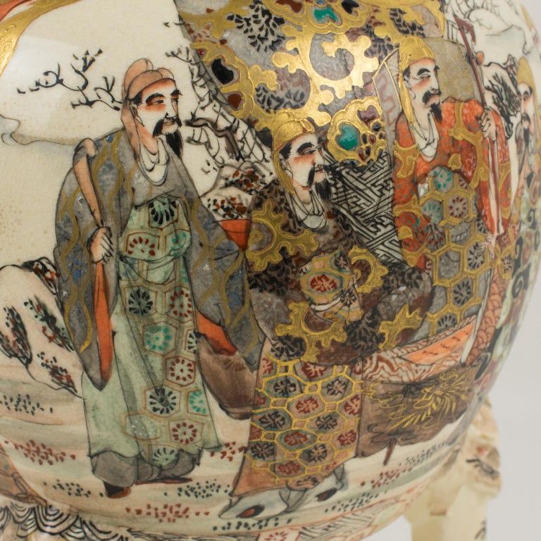 Large Antique Japanese Meiji Satsuma Covered Urn Vase with Foo Dog For Sale 6