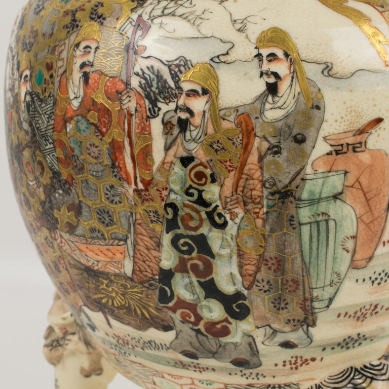 Large Antique Japanese Meiji Satsuma Covered Urn Vase with Foo Dog For Sale 7