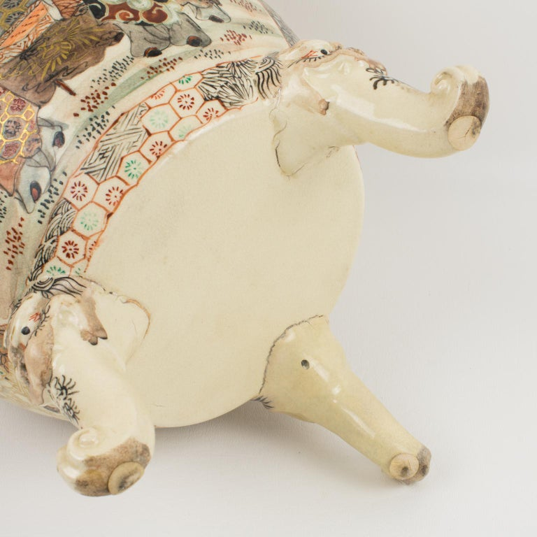Large Antique Japanese Meiji Satsuma Covered Urn Vase with Foo Dog For Sale 9