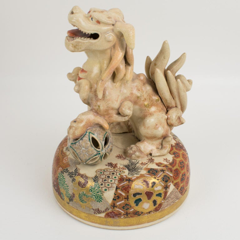Large Antique Japanese Meiji Satsuma Covered Urn Vase with Foo Dog For Sale 10