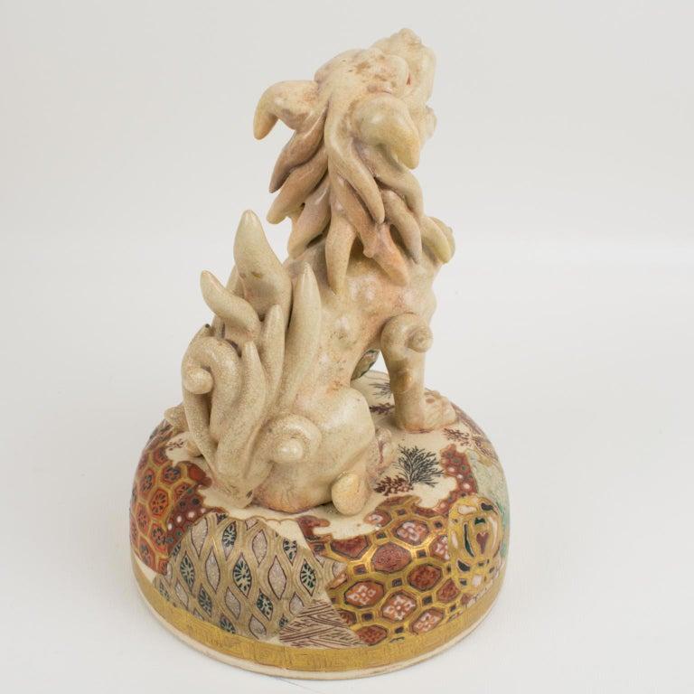 Large Antique Japanese Meiji Satsuma Covered Urn Vase with Foo Dog For Sale 11