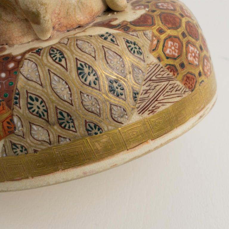 Large Antique Japanese Meiji Satsuma Covered Urn Vase with Foo Dog For Sale 15
