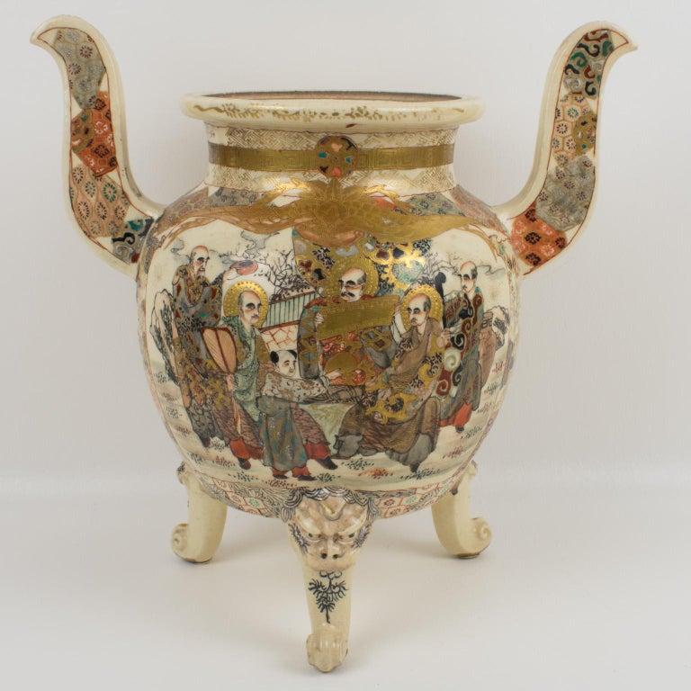 19th Century Large Antique Japanese Meiji Satsuma Covered Urn Vase with Foo Dog For Sale
