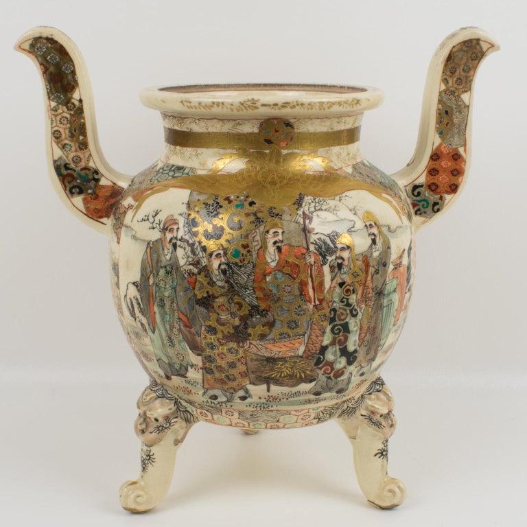 Large Antique Japanese Meiji Satsuma Covered Urn Vase with Foo Dog For Sale 2