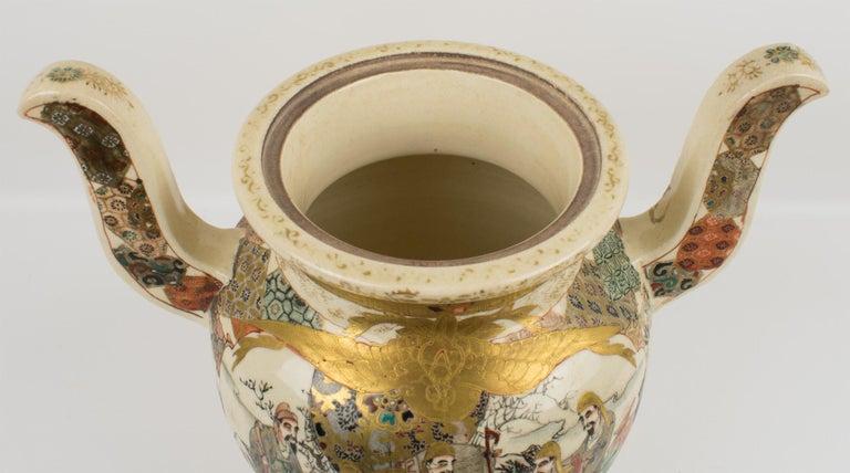 Large Antique Japanese Meiji Satsuma Covered Urn Vase with Foo Dog For Sale 3