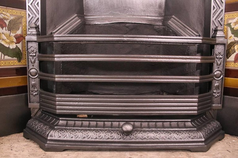 Late 19th Century Large Antique Late Victorian Cast Iron and Tiled Grate For Sale