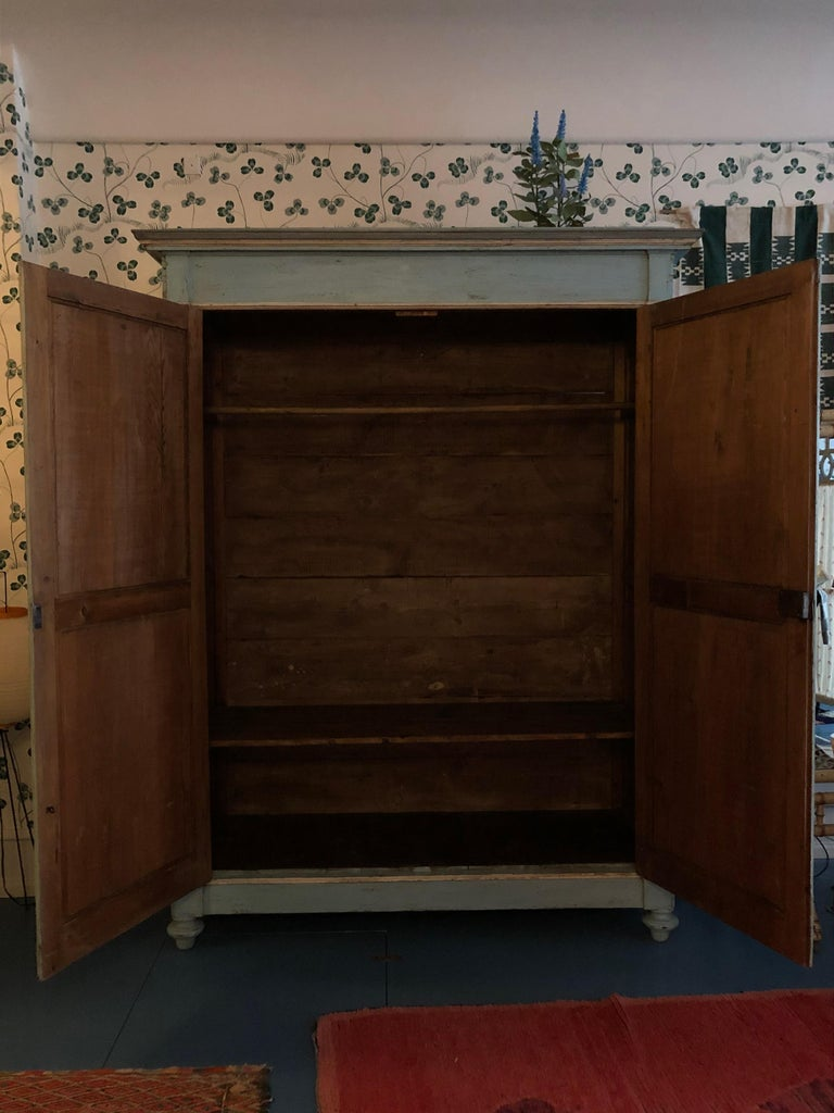 Large Antique Lombardian Cabinet in Painted Solid Larch Wood, 1840s For Sale 6