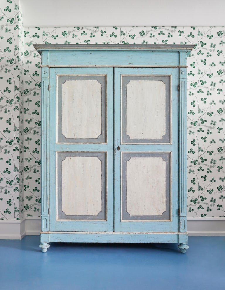 Beautiful and romantic large antique Lombardian cabinet in painted solid larch wood. Produced in Italy during the 1840s.