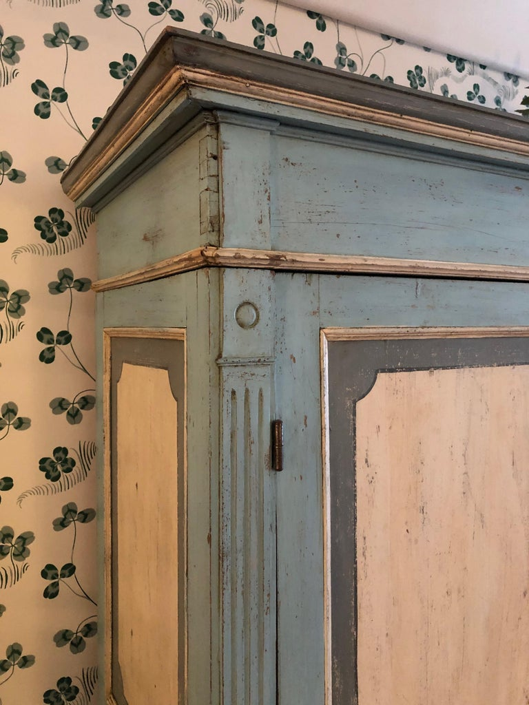 Large Antique Lombardian Cabinet in Painted Solid Larch Wood, 1840s In Good Condition For Sale In Copenhagen K, DK