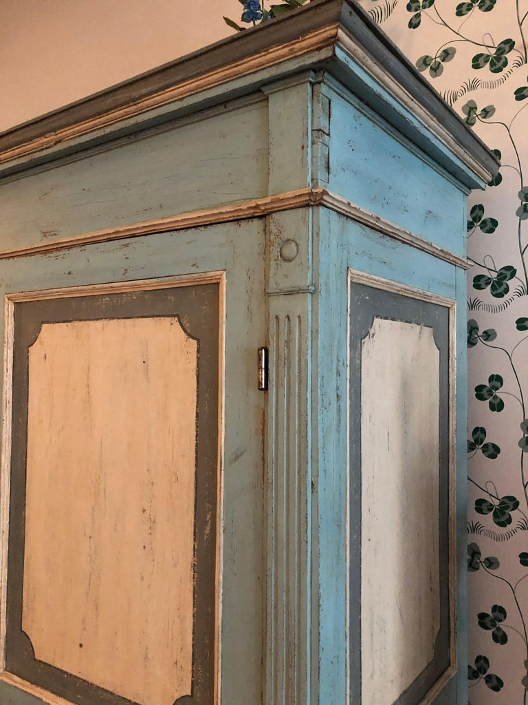 Large Antique Lombardian Cabinet in Painted Solid Larch Wood, 1840s For Sale 1