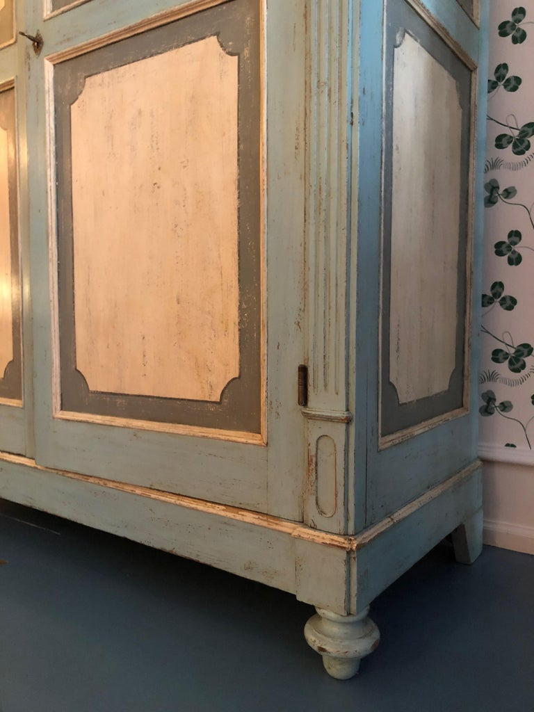 Large Antique Lombardian Cabinet in Painted Solid Larch Wood, 1840s For Sale 2