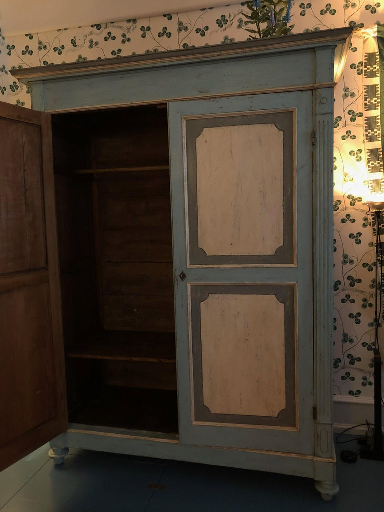 Large Antique Lombardian Cabinet in Painted Solid Larch Wood, 1840s For Sale 4