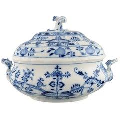"Large Antique Meissen ""Blue Onion"" Lidded Soup Tureen in Hand-Painted Porcelain"