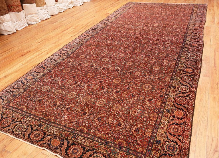 Large Antique Persian Farahan Carpet In Good Condition For Sale In New York, NY
