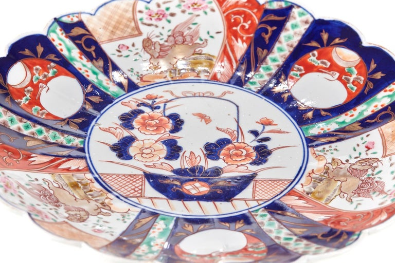Large Antique Scalloped Edge Japanese Imari Porcelain Dish In Excellent Condition For Sale In Stutton, GB