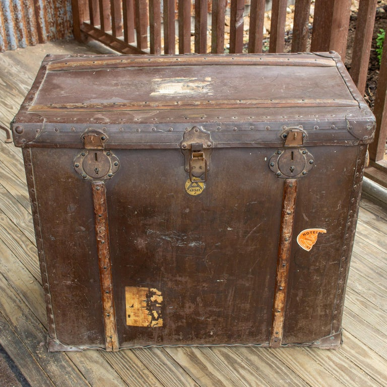 Large Antique Spanish Leather Trunk Made by Absil For Sale 1