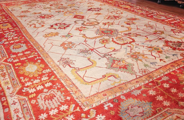 Large Antique Turkish Oushak Rug. Size: 14 ft 2 in x 19 ft (4.32 m x 5.79 m) In Excellent Condition For Sale In New York, NY