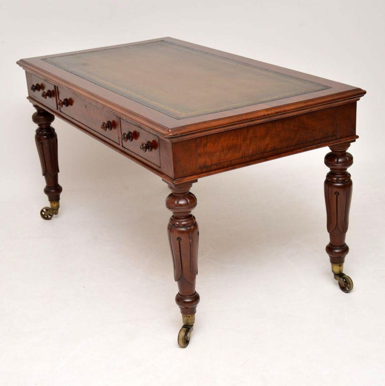 Large Antique William IV Mahogany Leather Top Writing Table or Desk In Good Condition For Sale In London, GB