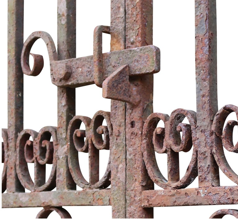 Large Antique Wrought Iron Entrance Gates In Fair Condition For Sale In Wormelow, Herefordshire