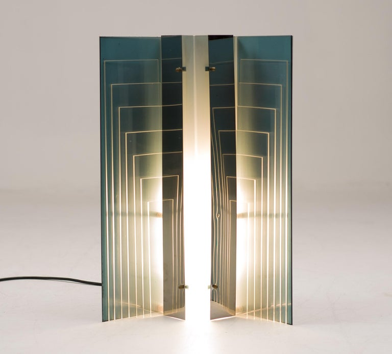 Large architectural table or floor lamp, attributed to new lamp, manufactured in Italy in the 1970s.